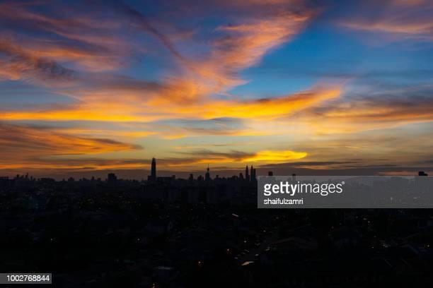 majestic sunset over kl tower and surrounded buildings in downtown kuala lumpur, malaysia. - shaifulzamri imagens e fotografias de stock