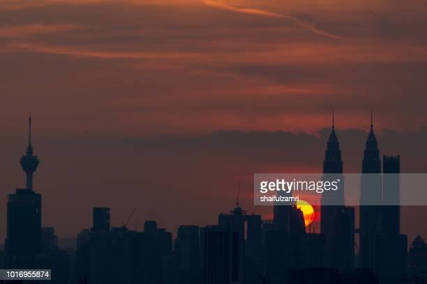 majestic sunset over twin towers and surrounded buildings in downtown kuala lumpur, malaysia. - shaifulzamri bildbanksfoton och bilder