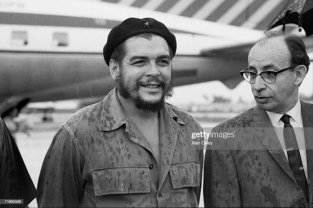 Major Ernesto Che Guevara (1928 - 1967), Cuba's Industries Minister and head of the National Bank of Cuba with Cuban Foreign Minister Raul Roa (1908 - 1982) at Havana Airport, 17th October 1962.