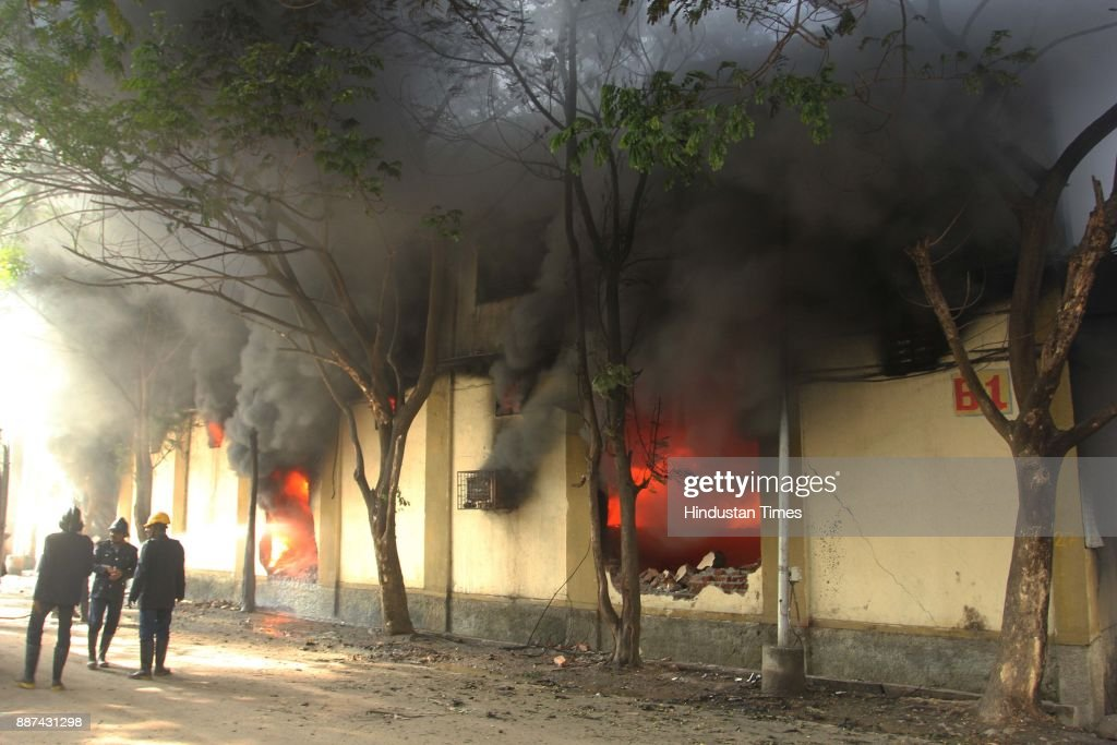 A major fire, caused by a short circuit, broke out at Sagar Complex in Ovali, Narpoli-Bhiwandi, on December 6, 2017 in Mumbai, India. According to the Narpoli police, 11 godowns were gutted in the fire. No injuries or casualties have been reported. More than a dozen fire tenders were brought in from Bhiwandi, Kalyan, Ambernath, Ulhasnagar, and other neighbouring areas.