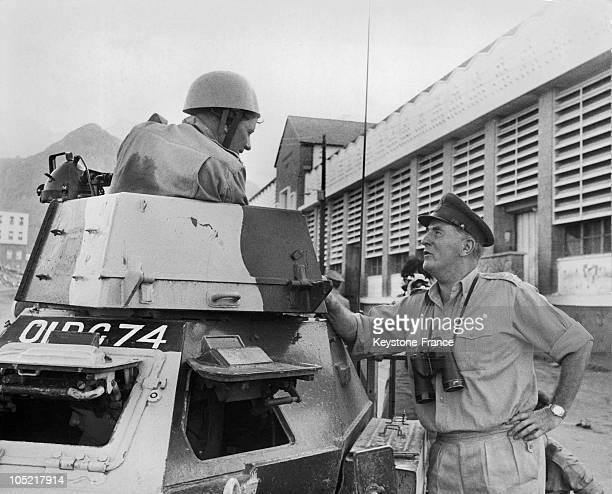 Major General John Willowby Speaking With A British Soldier To Mantain Law And Order In The Crater District Of Aden Under British Protectorate