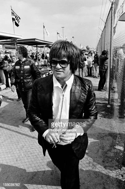 Major League Baseball great Pete Rose visits the pit area at the Daytona International Speedway during the 1981 Daytona 500 on February 15 1981 in...