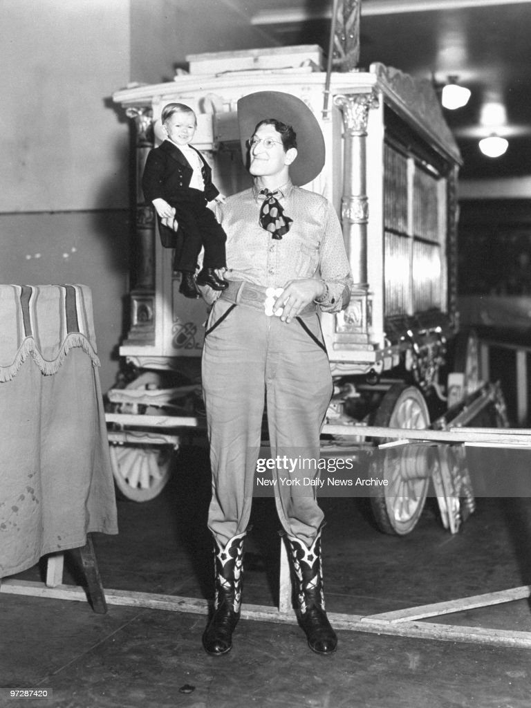 Major Mite with Jack Earle, circus performers. : News Photo