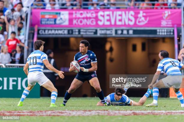 Maka Unufe of USA fights for the ball with Felipe del Mestre of Argentina during the HSBC Hong Kong Sevens 2018 match for Plate Final between...
