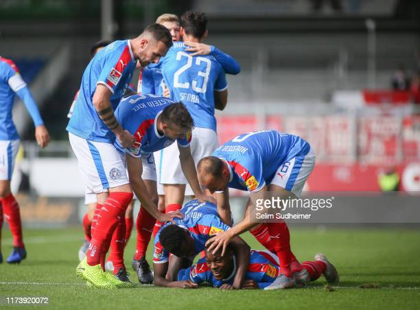Makana Baku of Holstein Kiel and his team celebrate their teams first goal scoring during the Second Bundesliga match between Holstein Kiel and SSV...