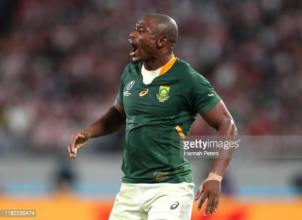 Makazole Mapimpi of South Africa competes with Rikiya Matsuda of Japan for the ball during the Rugby World Cup 2019 Quarter Final match between Japan...