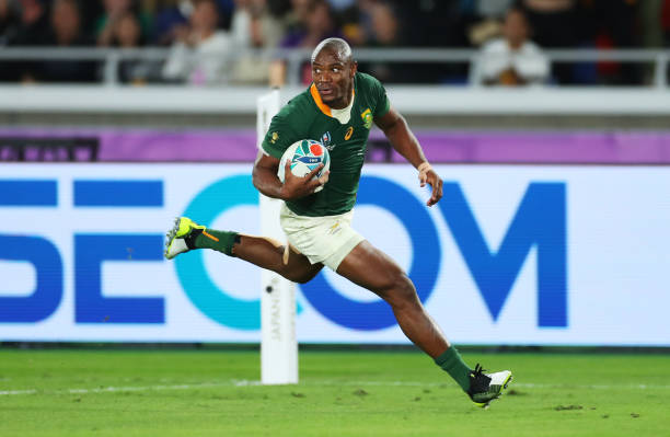 YOKOHAMA, JAPAN - NOVEMBER 02: Makazole Mapimpi of South Africa crosses to score his team's first try during the Rugby World Cup 2019 Final between England and South Africa at International Stadium Yokohama on November 02, 2019 in Yokohama, Kanagawa, Japan. (Photo by Shaun Botterill/Getty Images)