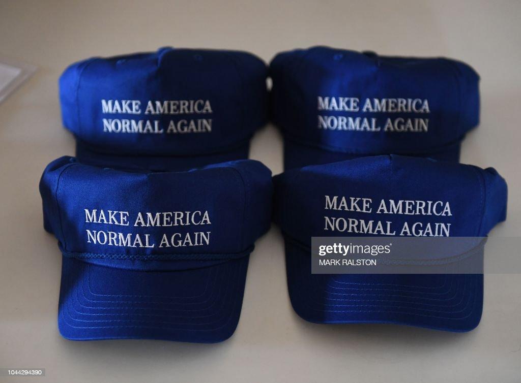 US-POLITICS-SLOGANS-HATS : News Photo