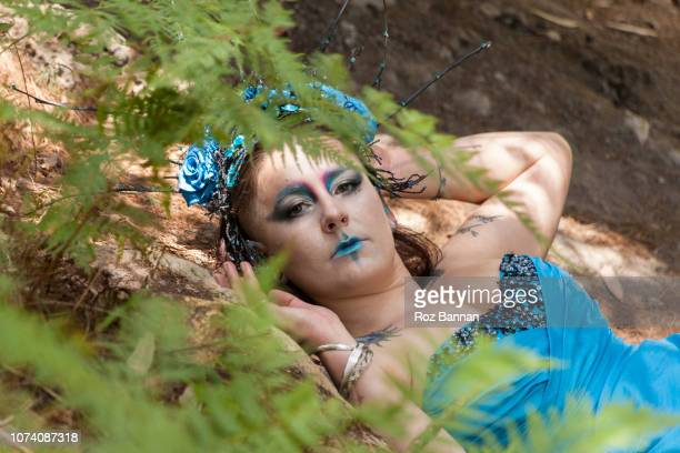 make up, mystery, smoke and fantasy in the woods - model roz stock pictures, royalty-free photos & images