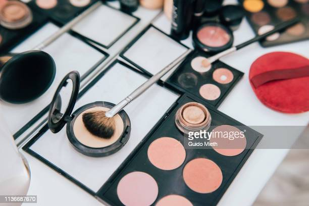 make up set and tools. - make up stockfoto's en -beelden