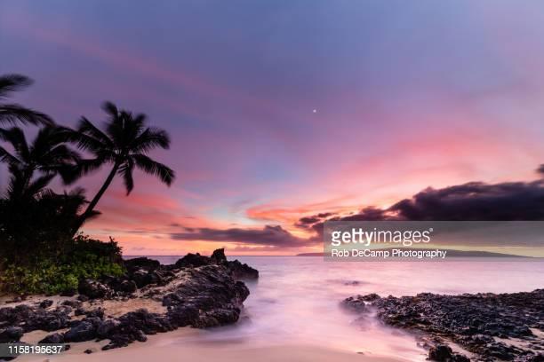 makena cove sunset - ilhas do pacífico imagens e fotografias de stock