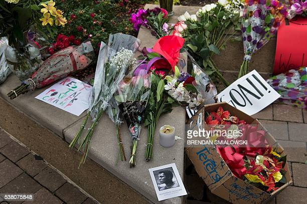 A makeshift memorial for boxing legend Muhammad Ali is seen at the Muhammad Ali Center on June 4 2016 in Louisville Kentucky / AFP / Brendan...