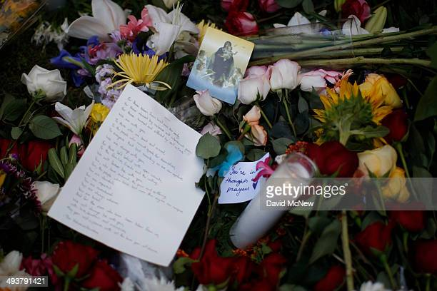 A makeshift memorial is seen on the lawn of the Alpha Phi sorority house May 25 2014 in Isla Vista California According to reports 22 year old Elliot...