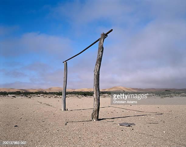 makeshift soccer goal post in desert landscape - provisional posición descriptiva fotografías e imágenes de stock