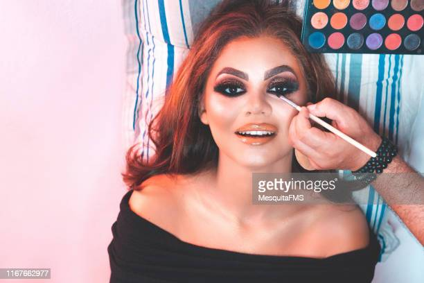 makeup application in fashion model - modelo vivo imagens e fotografias de stock