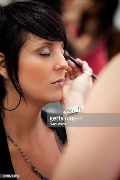 Make-up Künstler bei der Arbeit