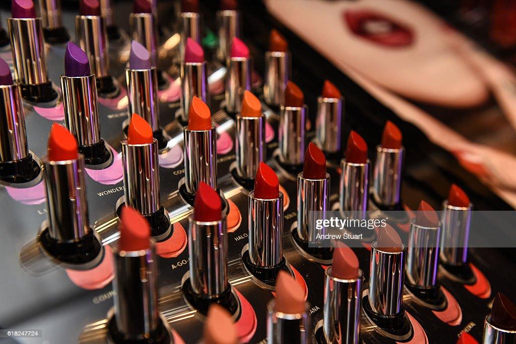 Kat Von D Beauty Launch Party at Naimie's Beauty Center : Fotografía de noticias