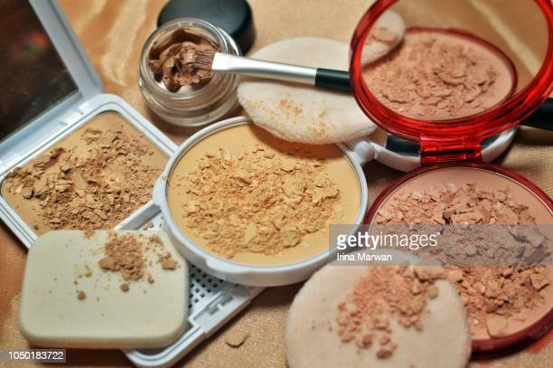 make-up: compact powder and concealer - concealer stock pictures, royalty-free photos & images