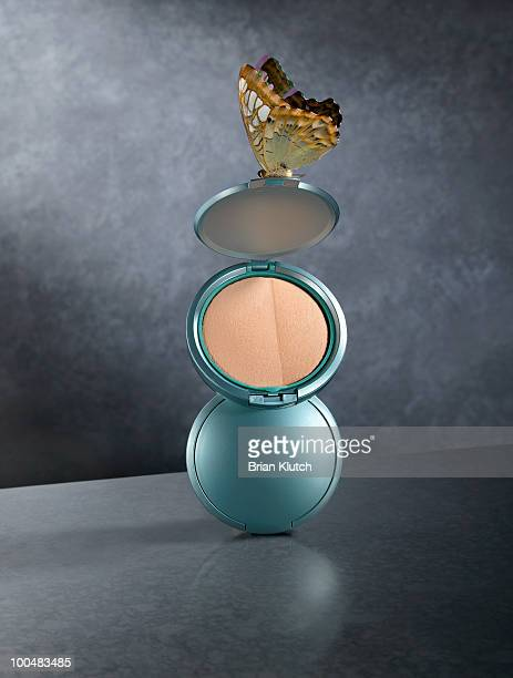 make-up compacts - powder compact stock pictures, royalty-free photos & images