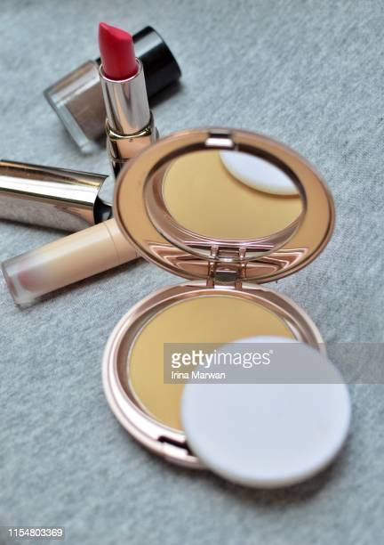 make-up products: compact powder still life - powder compact stock pictures, royalty-free photos & images