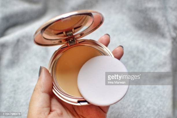 make-up products: hand holding compact powder - powder compact stock pictures, royalty-free photos & images