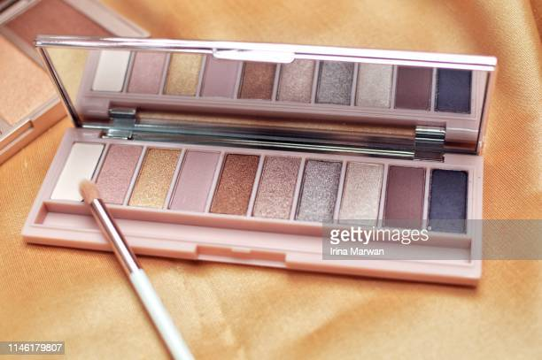 make-up products: makeup palette eye shadow - artist's palette stock pictures, royalty-free photos & images