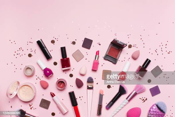 makeup supplies amidst shiny glitter - make up stockfoto's en -beelden