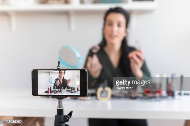 make-up vlogging - live streaming stock pictures, royalty-free photos & images