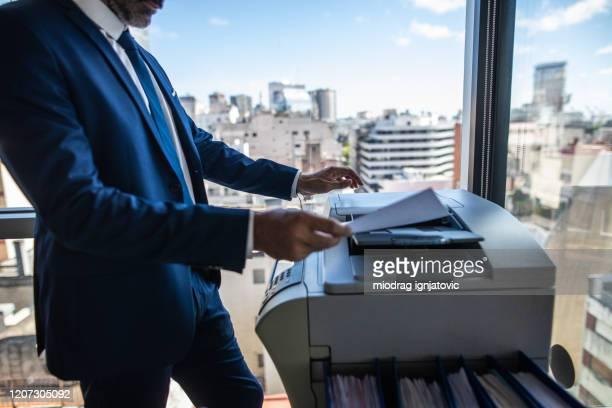 重要な文書のコピー作成 - 印刷機 ストックフォトと画像