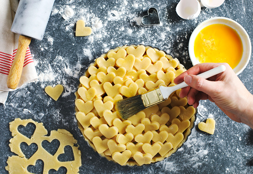 Making an apple pie from flaky pastry dough - gettyimageskorea