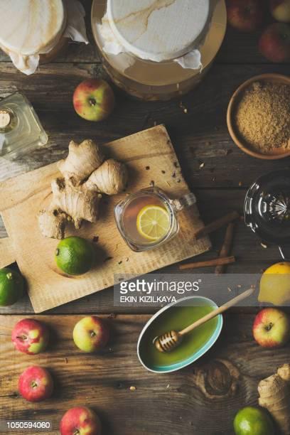 apple apfelessig entgiftung trinken machen - stoffwechsel entgiftung stock-fotos und bilder
