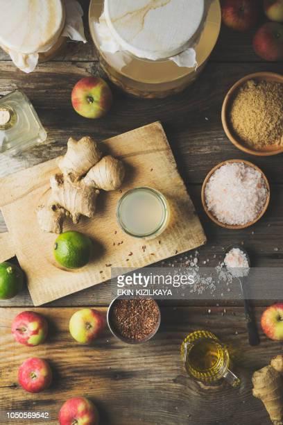 Apple Apfelessig-Salat-Dressing machen