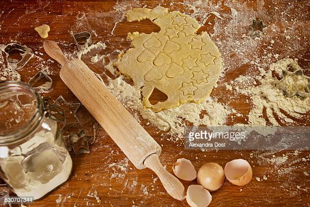 making christmas cookies, munich, bavaria, germany - alexandra dost stock-fotos und bilder