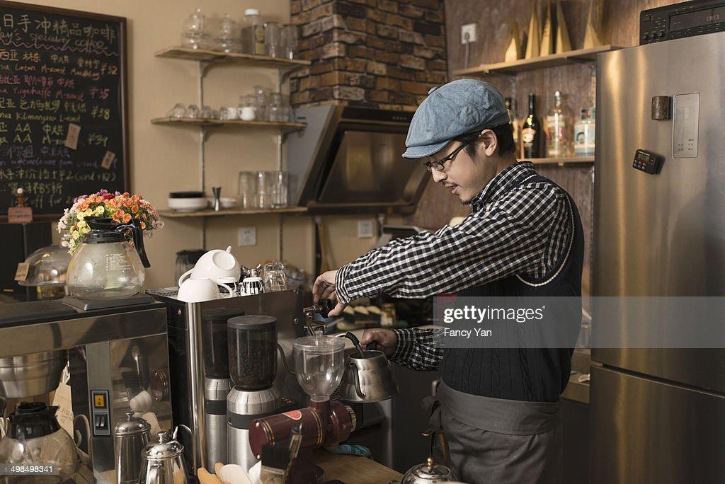 making coffee : ストックフォト