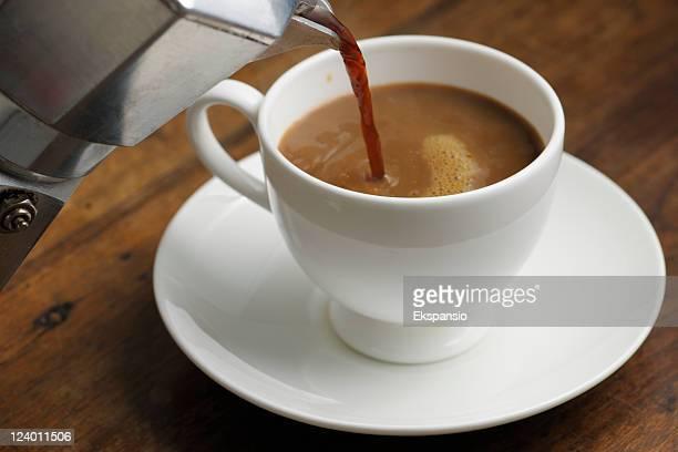 Hacer café con estufa Moka Pot. serie
