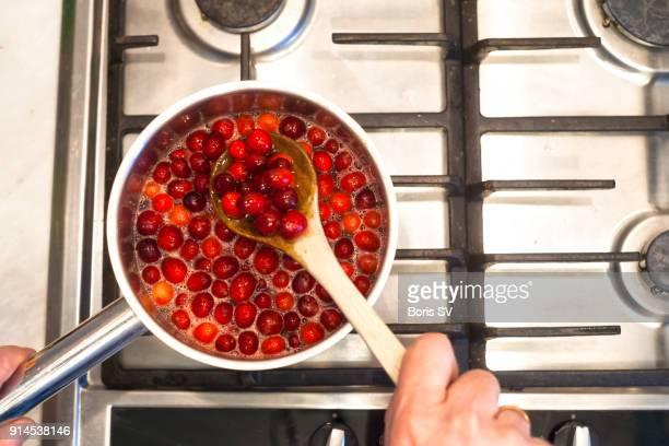 making cranberry sauce - nordic combined stockfoto's en -beelden