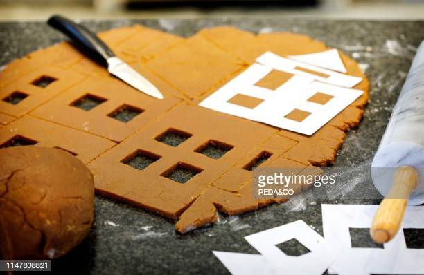 Making Cristmas gingerbread house and cookies