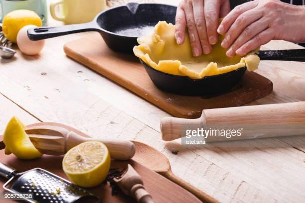 Making crust fruit pie