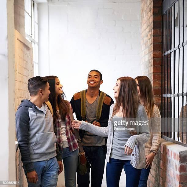 fazer amigos no campus - adolescência - fotografias e filmes do acervo