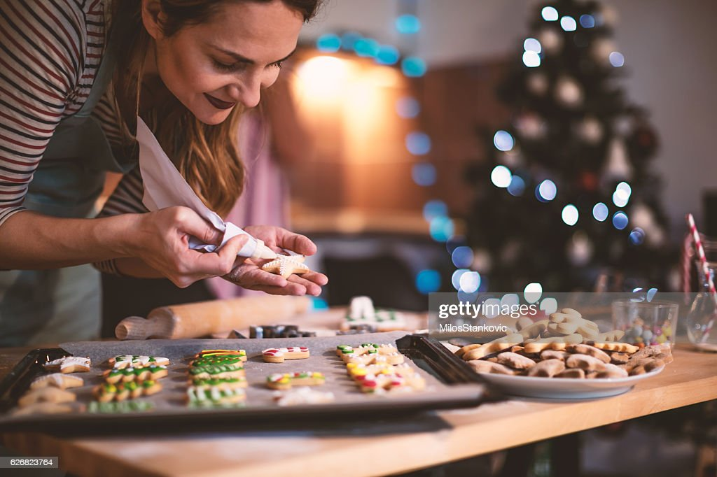 Making Gingerbread cookies for Christmas : Stock-Foto