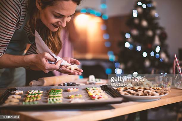 making gingerbread cookies for christmas - 焼いた ストックフォトと画像