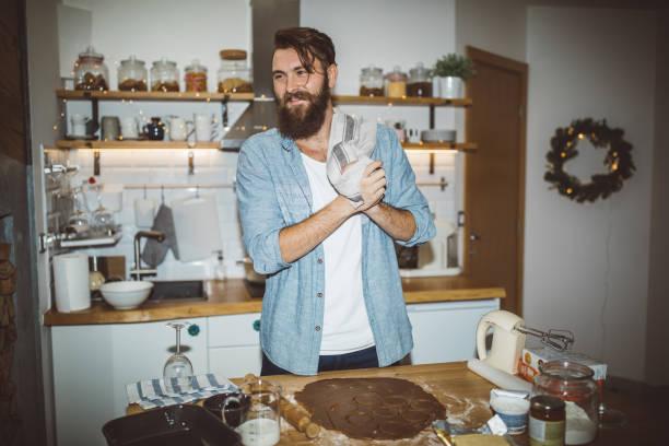 做姜餅餅乾 - 焗 預備食物 個照片及圖片檔