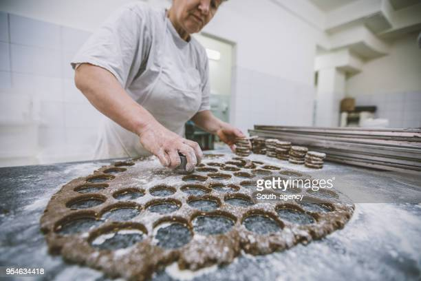 making healthy food in bakery - chocolate factory stock pictures, royalty-free photos & images