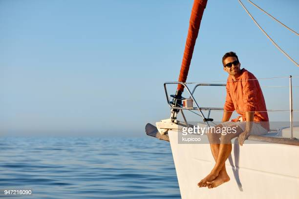 making his vacation a relaxing one - yacht foto e immagini stock