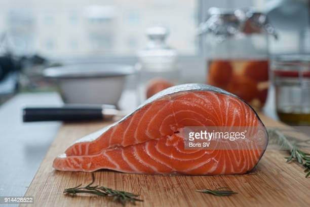 making low-fat casserole from salmon and greek yogurt - schweden stock-fotos und bilder