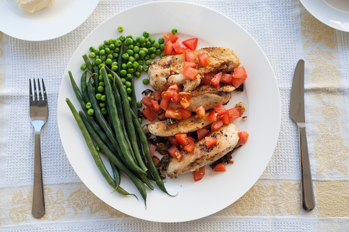 Making lunch with chicken breast and green beans - gettyimageskorea