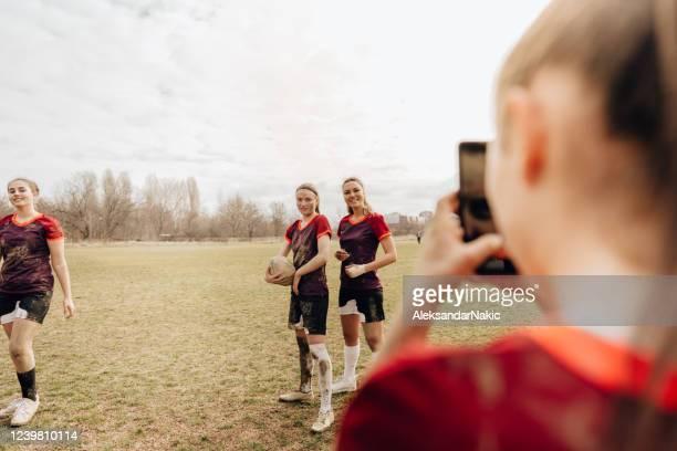 skapa minnen med lagkamrater - rugby sport bildbanksfoton och bilder