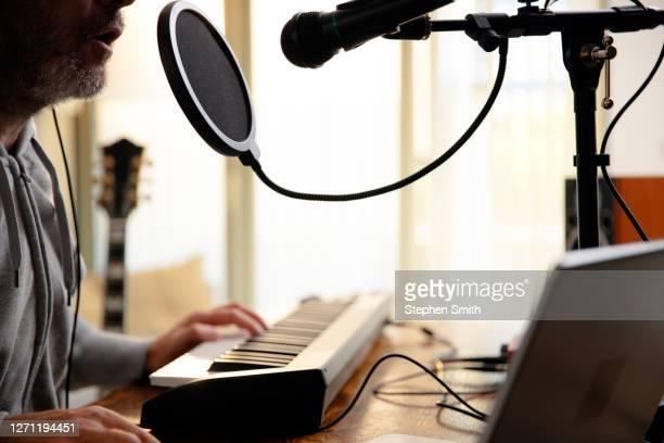 making music at home - シンガーソングライター ストックフォトと画像