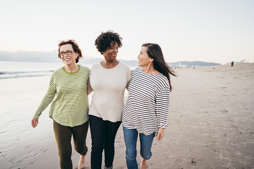Making new connections on your retirement walks 1085472232