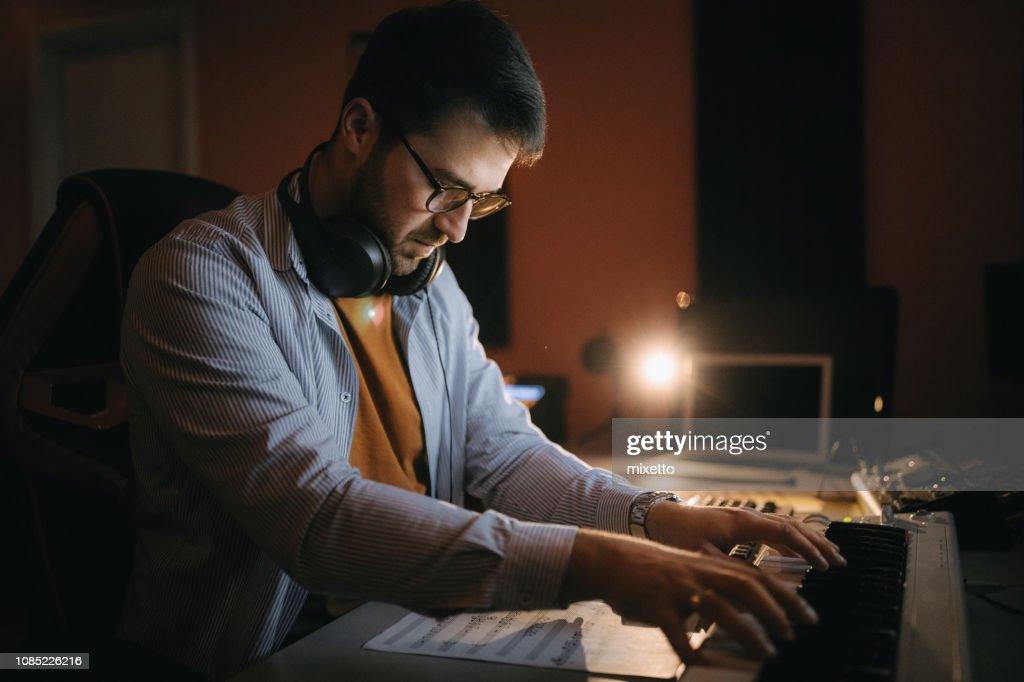 Nieuwe musiceren in studio : Stockfoto